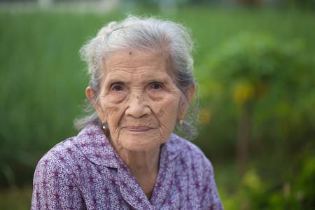 Foto de Portrait old Asian woman - Imagen libre de derechos