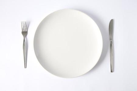 Foto de knife and fork with plate - Imagen libre de derechos