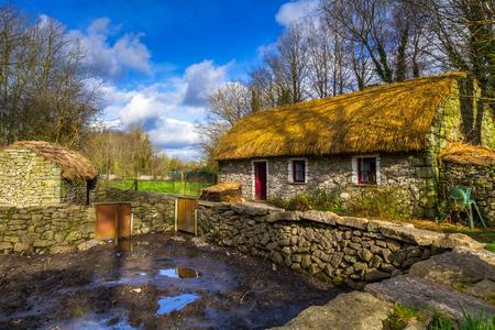Foto de Old cottage house in Co. Clare, Ireland - Imagen libre de derechos