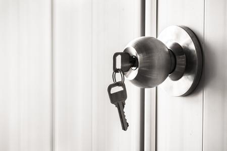 Foto de The white door with metal doorknob is lock - Imagen libre de derechos