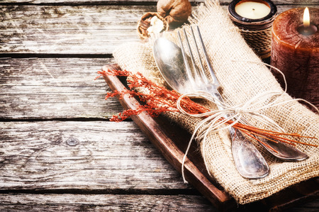 Photo pour Seasonal table setting with rustic decorations - image libre de droit