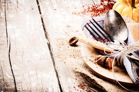 Photo pour Seasonal table setting with decorative pumpkin - image libre de droit