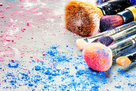 Foto de Makeup brushes and crushed eyeshadow. Copy space - Imagen libre de derechos