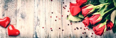 Photo pour Bouquet of red roses with decorative heart. St Valentine's concept with copy space - image libre de droit
