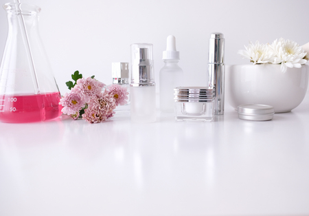 Foto de cosmetic skincare beauty product .natural organic flower oil ingredient in the laboratory. packaging spa concept. - Imagen libre de derechos
