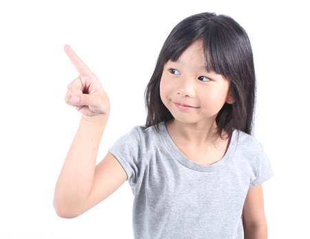 Photo pour Little girl pointing up with her finger - image libre de droit