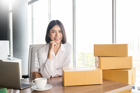 Foto de Start up small business entrepreneur SME or portrait freelance woman working with box at home concept, Young Asian small business owner, online marketing packaging and delivery, SME concept - Imagen libre de derechos