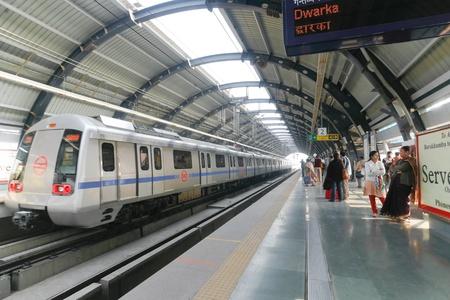 DELHI - SEPTEMBER 18: passengers waiting metro train on September 18, 2007 in Delhi, India. Nearly 1 million passengers use the metro daily.