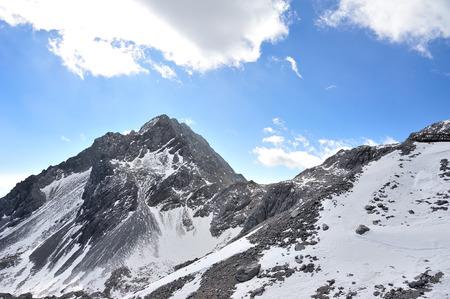 Foto de Yulong Snow Mountain in Yunnan, China - Imagen libre de derechos