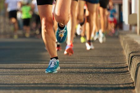 Photo pour Marathon running in the light of evening - image libre de droit