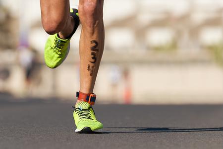 Photo pour Marathon competition during an ironman the numbers on the leg - image libre de droit