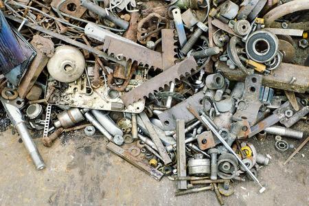 Foto de Pile of scrap metal pieces on a pile, recycling concept. - Imagen libre de derechos