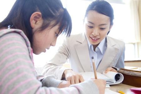Photo pour Female teacher to teach studying student - image libre de droit