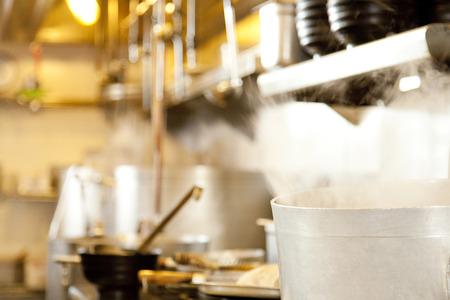 Photo pour Ramen restaurant kitchen - image libre de droit