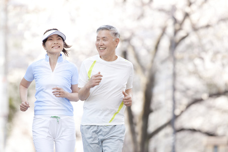 Photo pour Senior couple jogging - image libre de droit