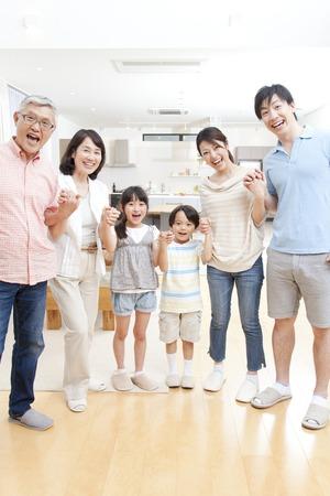 Photo pour Of large families smile - image libre de droit