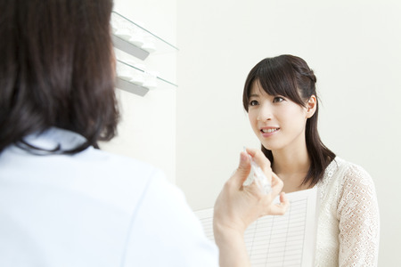 Foto de Women receive counseling - Imagen libre de derechos