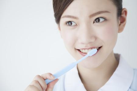 Photo pour Dental hygienist to brush your teeth - image libre de droit