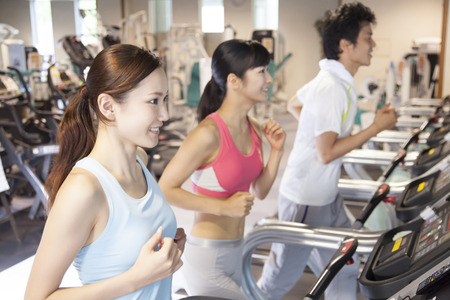 Foto per Men and women to exercise at the gym - Immagine Royalty Free