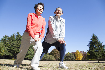 Foto per Senior couple stretching in the Park - Immagine Royalty Free