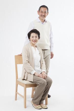 Photo pour Smiling senior couple - image libre de droit