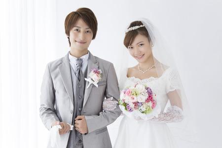 Photo pour Bride and groom smile - image libre de droit