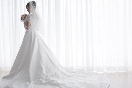 Foto de Bride with bouquet - Imagen libre de derechos