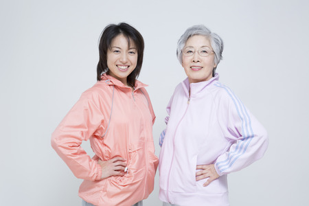 Photo pour Sportswear up mother and daughter - image libre de droit