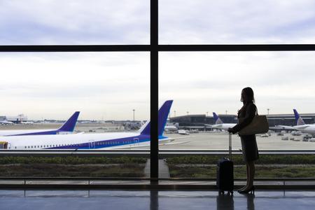 Photo pour OL silhouette standing at the airport lounge - image libre de droit