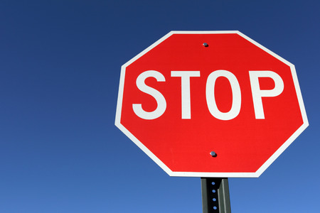 Photo pour Stop sign - image libre de droit