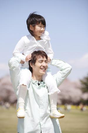 Dad to piggyback daughter