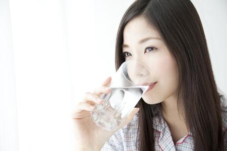 Foto de Woman drinking water - Imagen libre de derechos