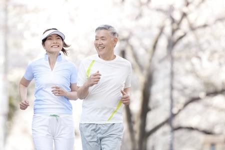 Photo pour Senior couple jogging - image libre de droit