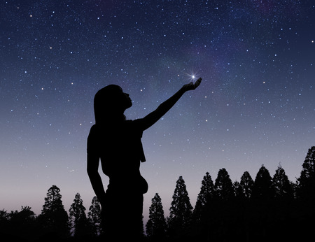 Foto de Starry sky and female silhouette - Imagen libre de derechos