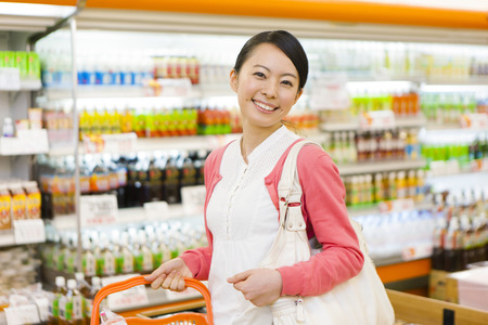 Foto de Women to shop at the supermarket - Imagen libre de derechos