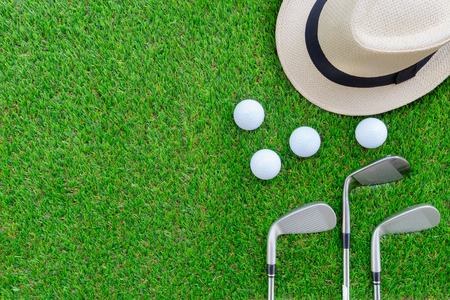 Photo pour Golf concept : Panama hat, golf balls, golf iron clubs flat lay on green glass, with copy space. - image libre de droit