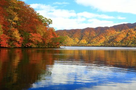 Photo pour Towada Lake in autumn - image libre de droit