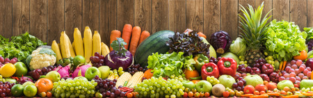 Photo pour Fruits and vegetables organics - image libre de droit
