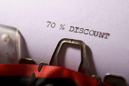 Foto de 70% discount text written on a paper. - Imagen libre de derechos