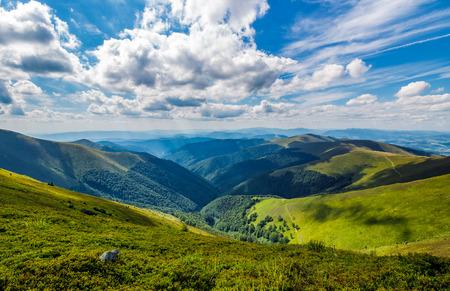 Photo pour gorgeous cloudscape over the grassy hillside. gorgeous summer scenery in mountains - image libre de droit