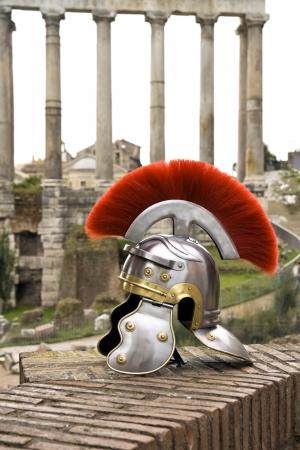 Photo pour Roman soldier helmet in front of the  Fori Imperiali , Rome, Italy - image libre de droit