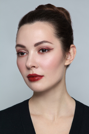 Foto de Young beautiful woman with stylish cat eye make-up - Imagen libre de derechos