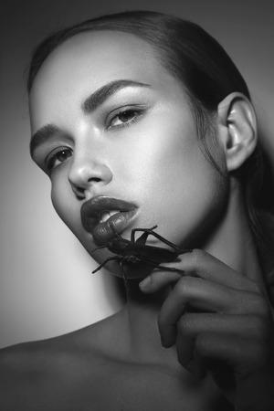 Foto de Vintage style black and white portrait of young beautiful woman with bug in her hand - Imagen libre de derechos