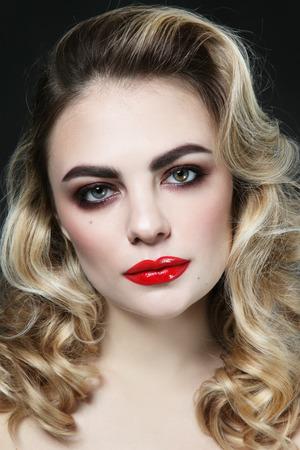 Foto de Vintage style portrait of young beautiful woman with blonde curly hair and red lipstick - Imagen libre de derechos