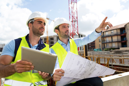 Foto per View of a Worker and architect watching some details on a construction - Immagine Royalty Free