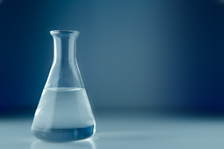 Foto de View of a Laboratory flask isolated on a background - Imagen libre de derechos