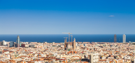 Foto de Barcelona - Spain. Wonderful blue sky during a sunny day on the city, with Sagrada Familia view. - Imagen libre de derechos