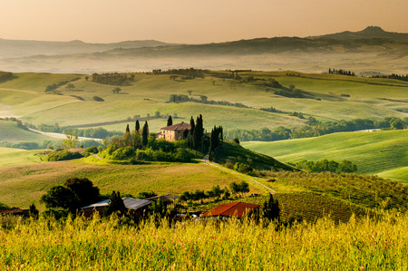 Photo pour Landscape in Tuscany - image libre de droit