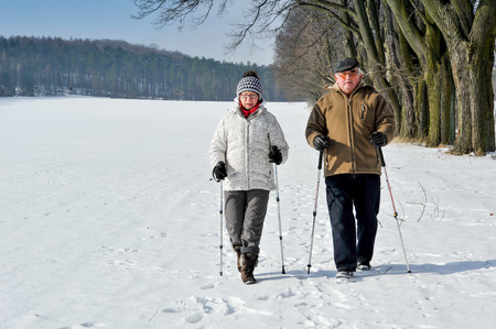 Foto per couple senior train nordic walking - Immagine Royalty Free