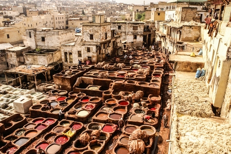 Photo pour Tanneries of Fes, Morocco, Africa Old tanks of the Fez's tanneries with color paint for leather, Morocco, Africa - image libre de droit